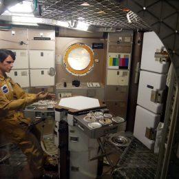 Wie isst man in einer Raumstation