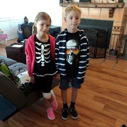 Am 31. Oktober war Kostümierverbot in der Schule - obwohl Anna Halloweenparty hat. Aber so gehts ja auch.